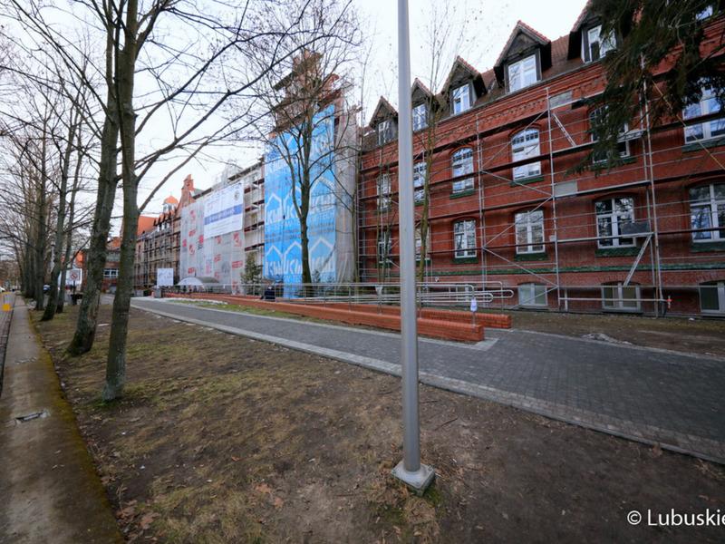 Prace związane z termomodernizacją wykonywane są obecnie na większości budynków szpitala.