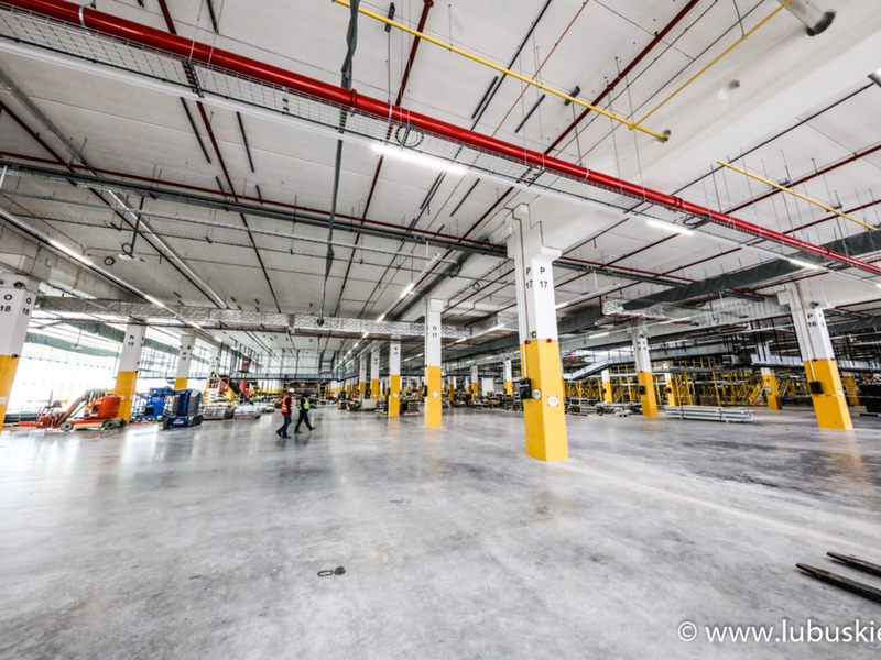 Zakończenie budowy magazynu Amazona w Świebodzinie planowane jest na jesień br. Pierwsze paczki mają wyjechać stąd już we wrześniu.