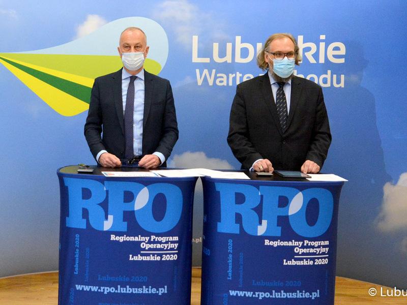 Od lewej: członek zarządu Marcin Jabłoński, dyrektor Biura Projektów Własnych Wojciech Olszewski
