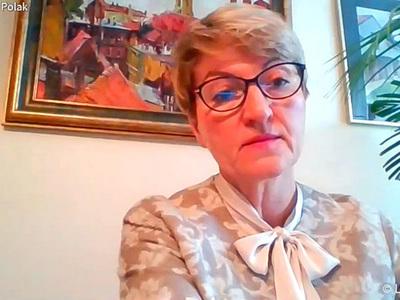 Konferencja prasowa dot. budowy ścieżki rowerowej Zielona Góra - Marzęcin - NIedoradz - Otyń oraz zakupu działki w Nowym Kisielinie. Na zdjęciu marszałek Elżbieta Anna Polak.