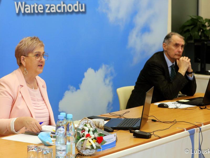 Sesja Sejmiku Województwa Lubuskiego. Na zdjęciu przewodnicząca Wioleta Haręźlak oraz wiceprzewodniczący Jerzy Wierchowicz.