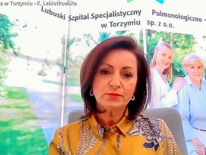 Konferencja prasowa nt. rozliczenia szpitali z NFZ oraz stanu epidemicznego w lubuskich lecznicach. Na zdjęciu prezes Lubuskiego Szpitala Specjalistycznego Pulmonologiczno-Kardiologicznego w Torzymiu, Katarzyna Lebiotkowska