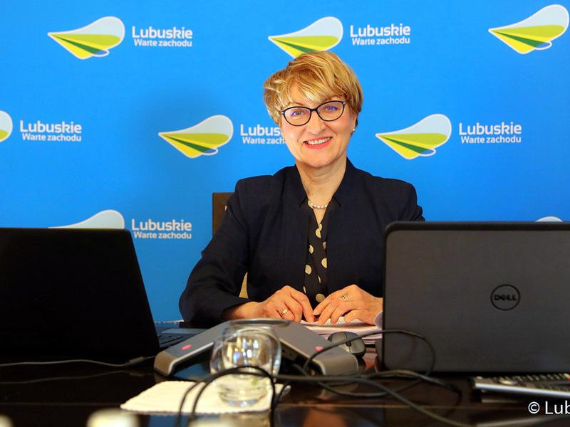 XXXI Zwyczajna Sesja Sejmiku Województwa Lubuskiego w trybie online. Na zdjęciu marszałek Elżbieta Anna Polak.