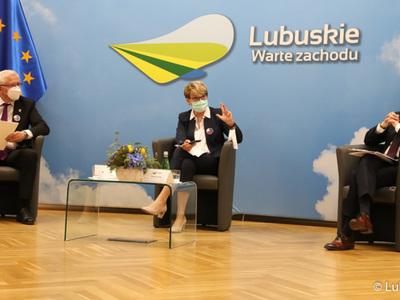 Uczestnicy debaty pn. Przyszłość Europy. Z młodymi dla młodych.