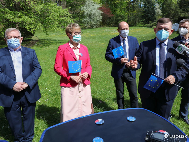 Śladami Unii Europejskiej - konferencja prasowa w Muzeum im. J. Dekerta w Gorzowie Wlkp. Na zdjęciu, przy mikrofonie prezydent Gorzowa, Jacek Wójcicki.