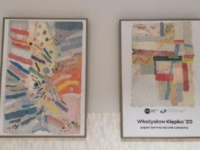 """Obrazy z wystawy artystycznej """"O"""" na oddziele onkologicznym szpitala"""