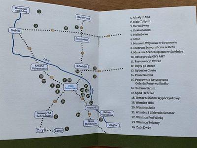 Zdjęcie z mapą i listą partnerów Lubuskiego Paszportu Turystycznego