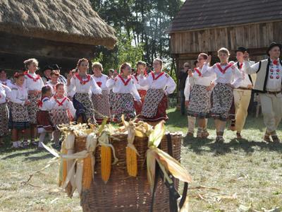 """Wydarzenie """"U progu jesieni"""" w Muzeum Etnograficznym w Ochli."""