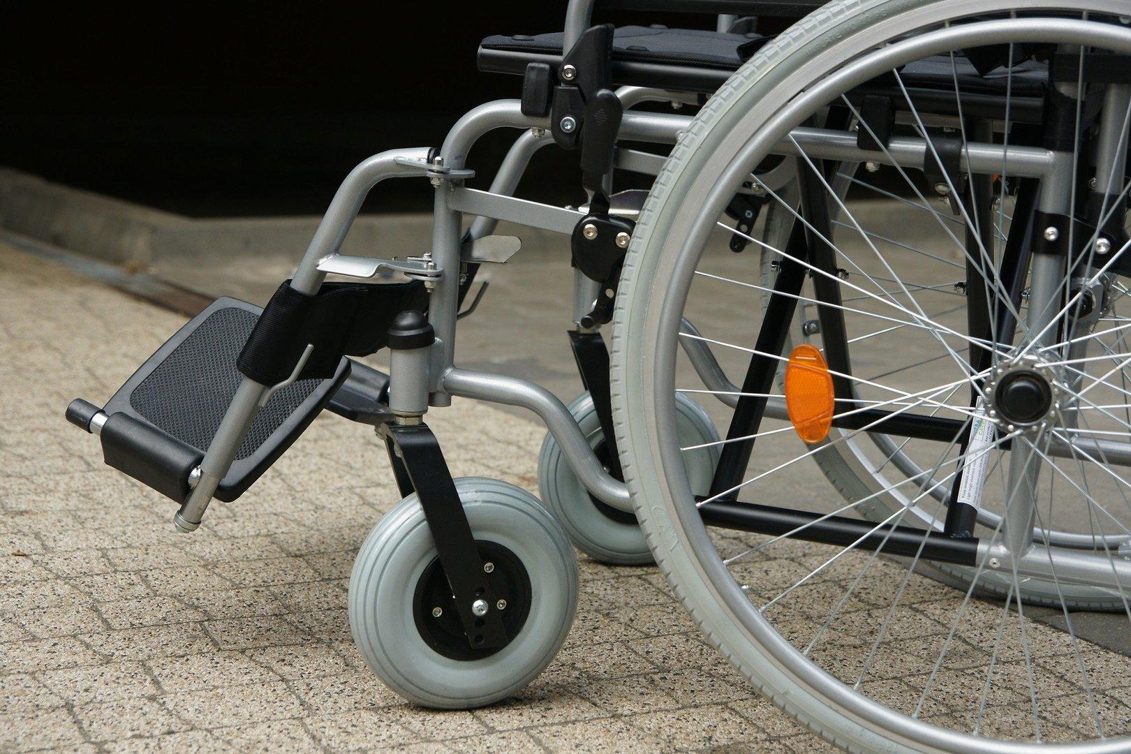 Wózek inwalidzki.