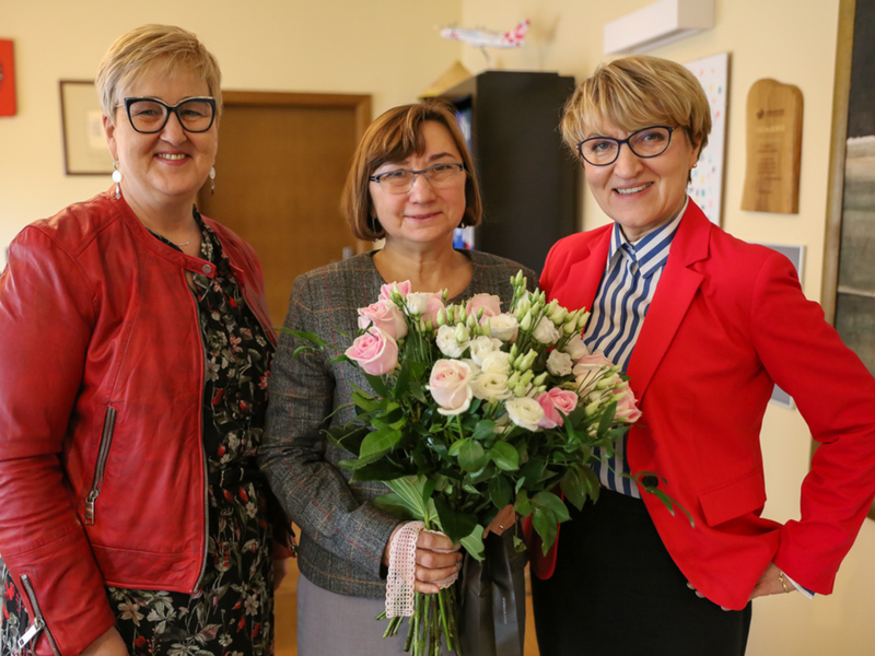 Marszałek Elżbieta Anna Polak, przewodnicząca sejmiku Wioleta Haręźlak oraz dyrektor biura sejmiku Teresa Sekuła