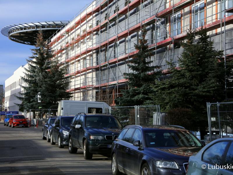 Prace związane z termomodernizacją wykonywane są obecnie na większości budynków szpitala