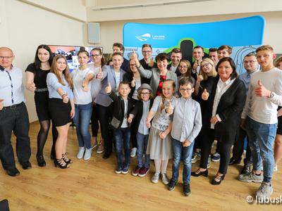 Zdjęcie z rozstrzygnięcia czwartej edycji Lubuskich Obywatelskich Inicjatyw Młodzieżowych. Na zdjęciu uczestnicy konkursu.