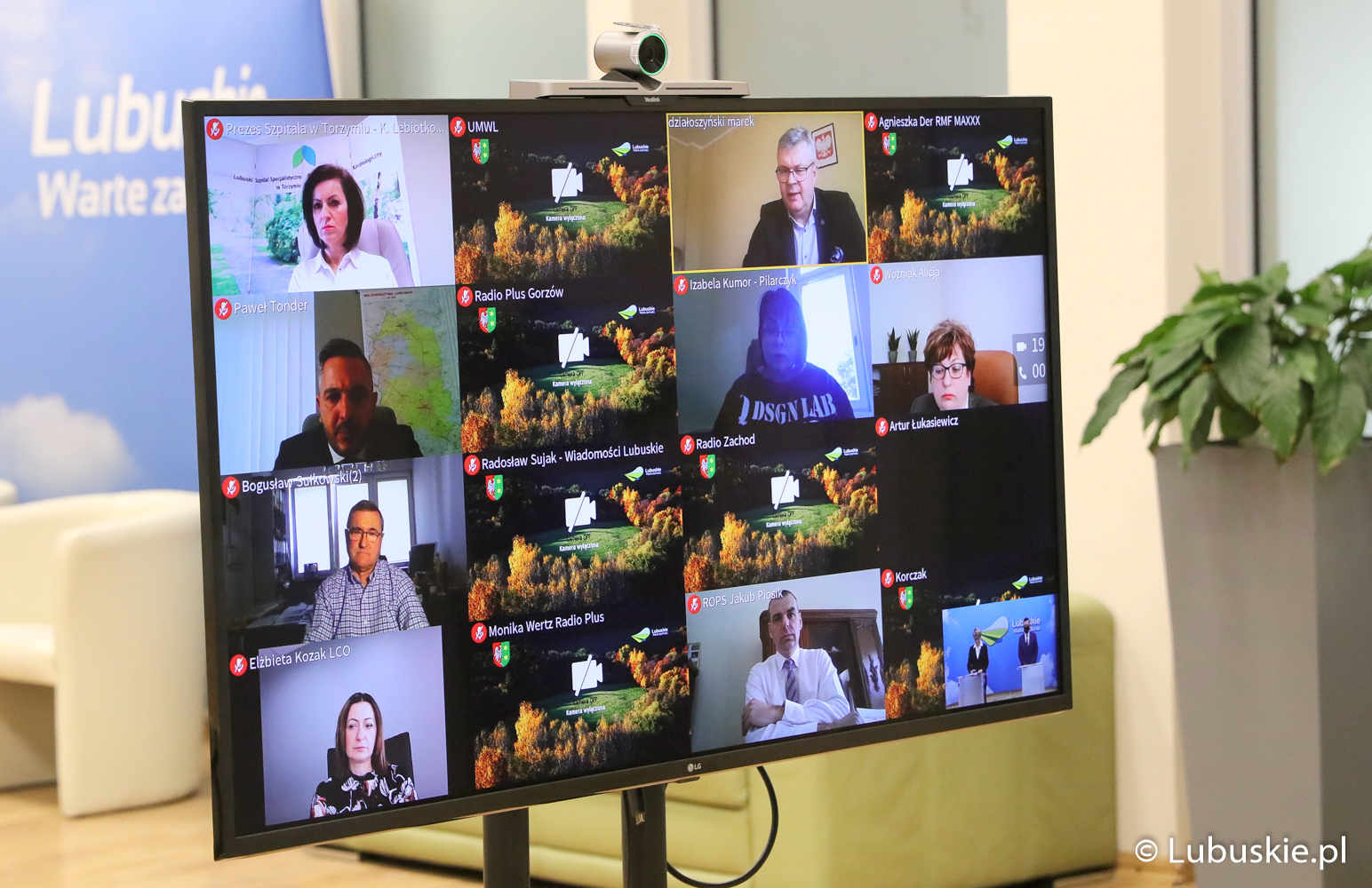 Konferencja prasowa w trybie online