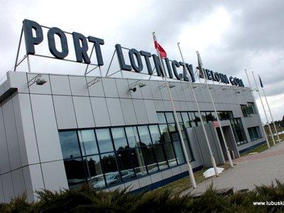 Budynek hali odlotów na lotnisku w Babimoście.