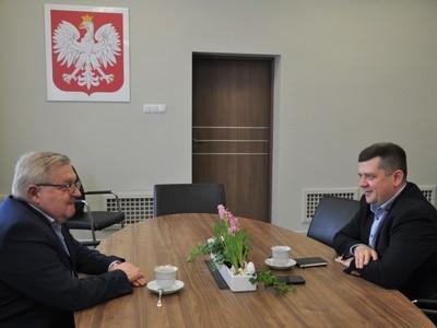 Od lewej: członek zarządu Tadeusz Jędrzejczak, prezydent Jacek Wójcicki.