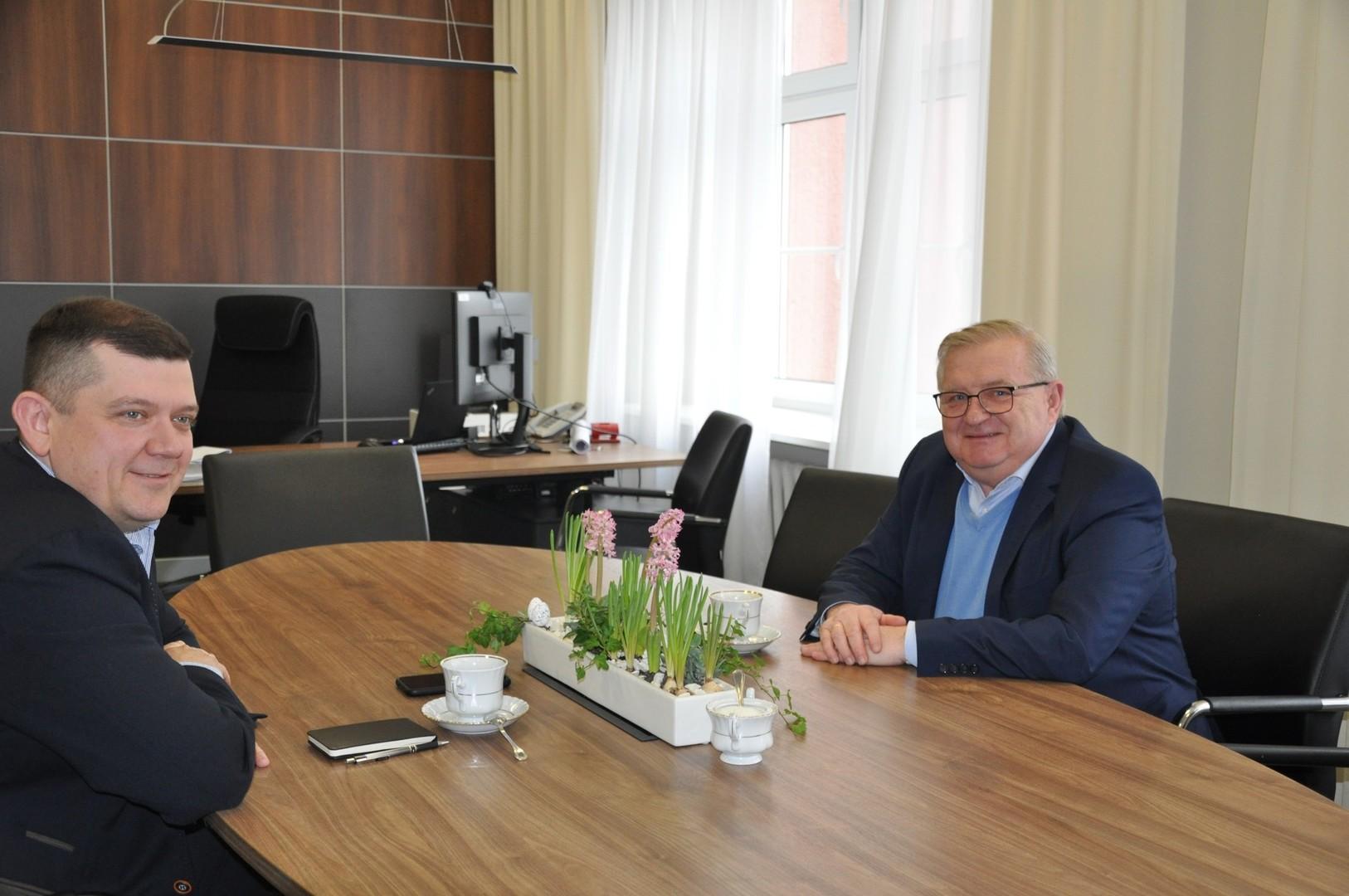 Od lewej: prezydent Jacek Wójcicki, członek zarządu Tadeusz Jędrzejczak.