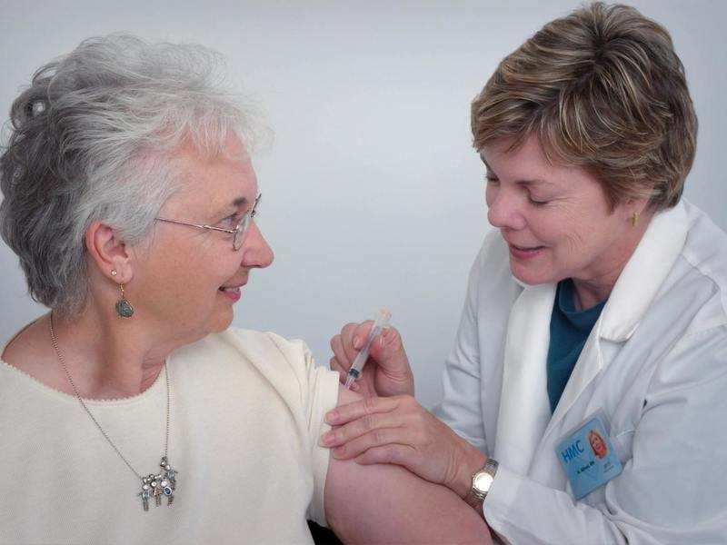 Szczepienia przeciwko grypie mogą przyczynić się do polepszenia stanu zdrowia osób w wieku 65+ i zmniejszenia zachorowalności.  Fot. unsplash