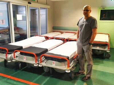 Nowe łóżka w sali szpitalnej.