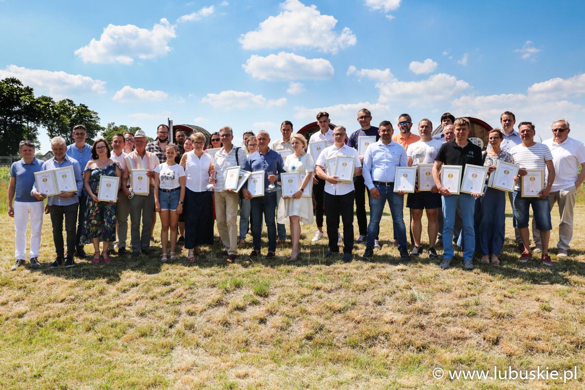 Zdjęcie uczestników konkursu w Lubuskim Centrum Winiarstwa.